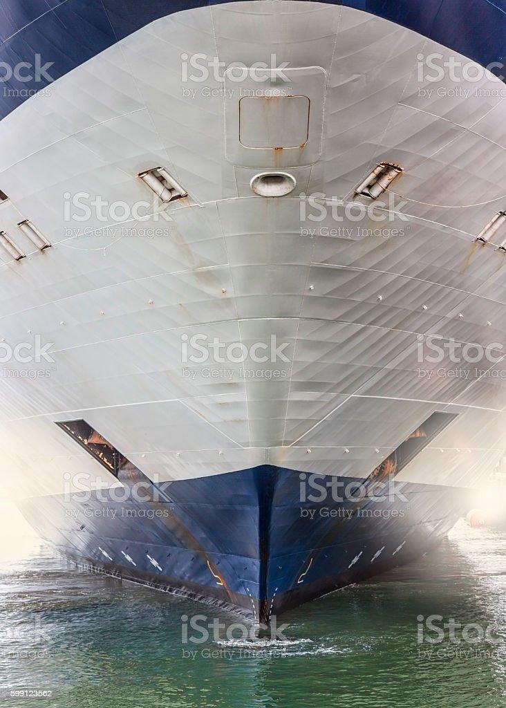 Schiffsbug, Kreuzfahrtschiff, Containerschiff stock photo