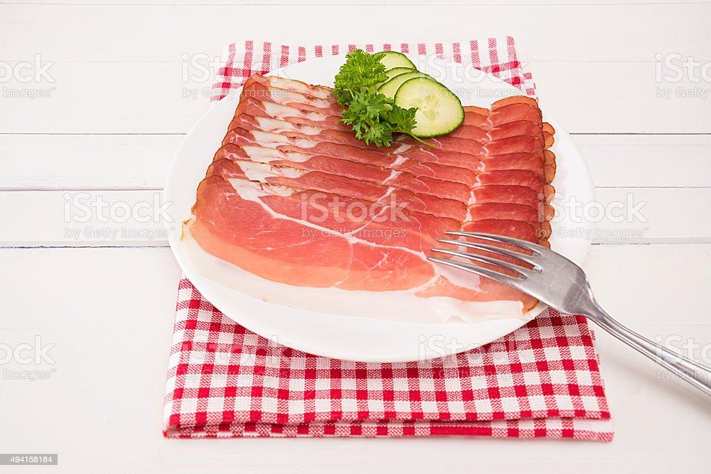 Schinken Scheiben auf einem weiߟen Teller stock photo