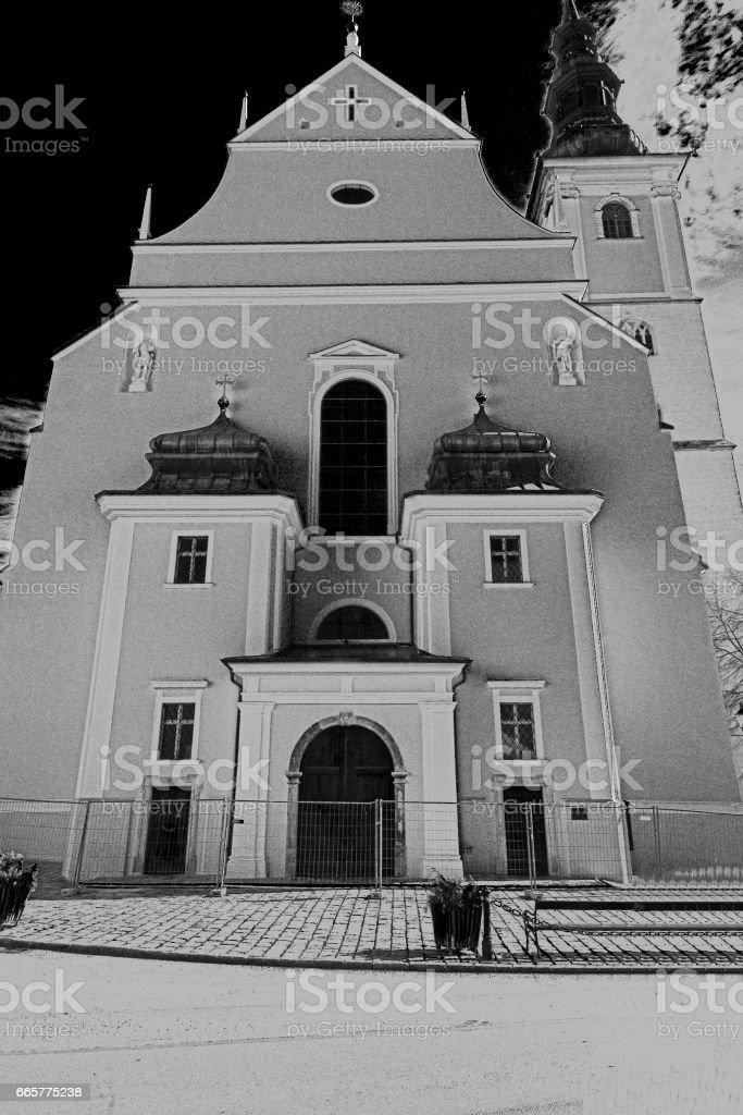 Schwarz/Weiß-Foto der Pfarrkirche St. Veit stock photo
