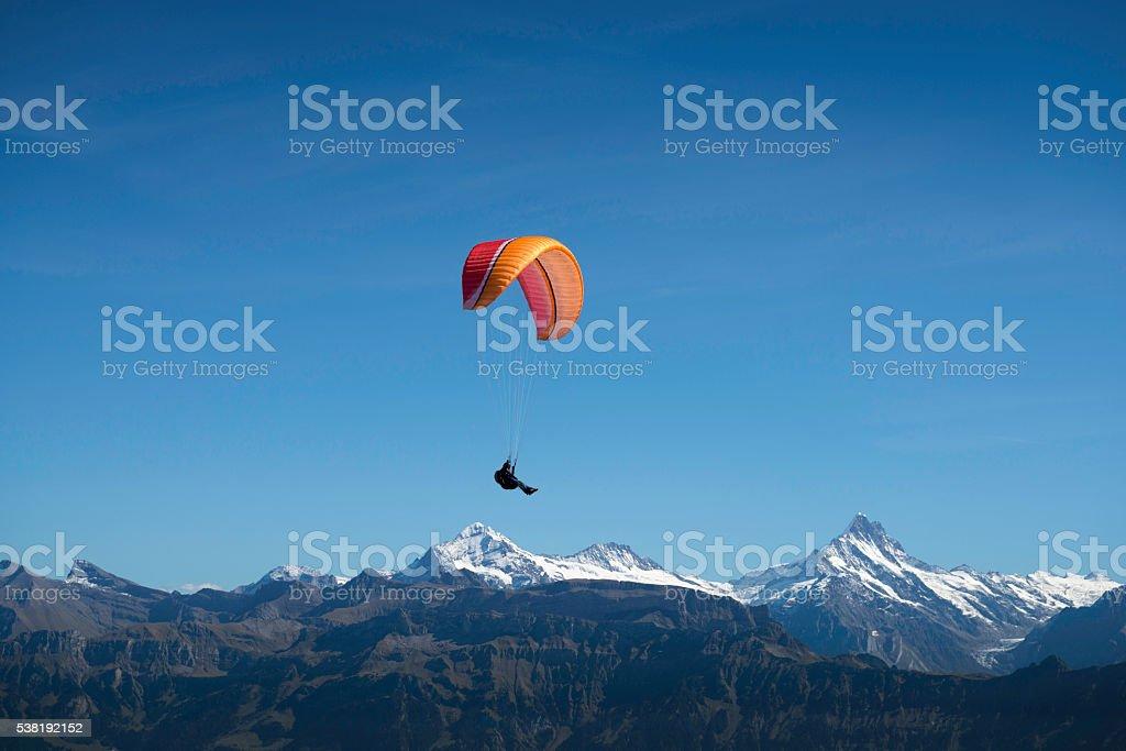 Schweiz, Gleitschirmflieger am Niederhorn stock photo