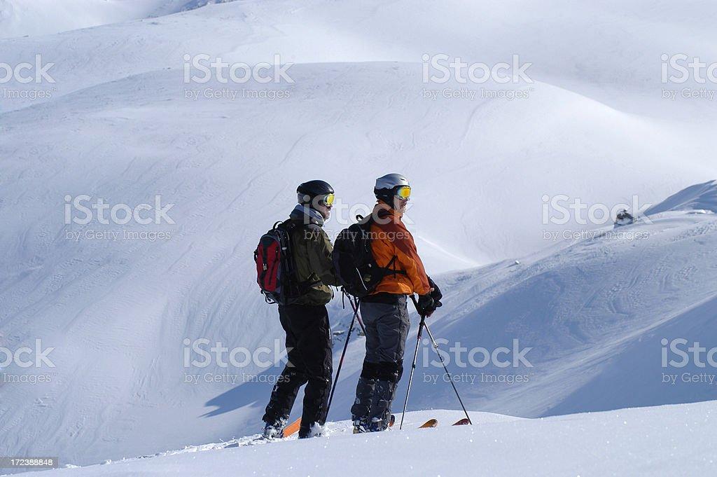 Sciatori in neve fresca royalty-free stock photo