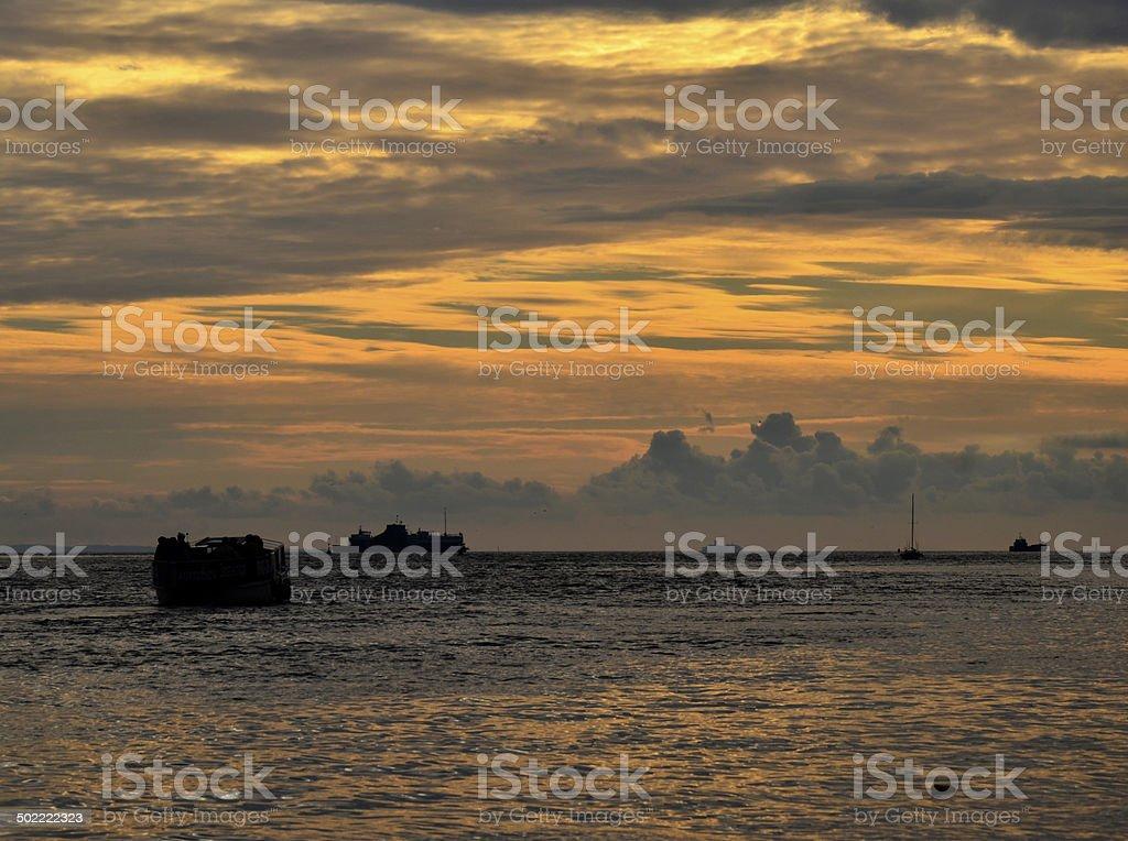 Mar ao pôr do sol foto de stock royalty-free