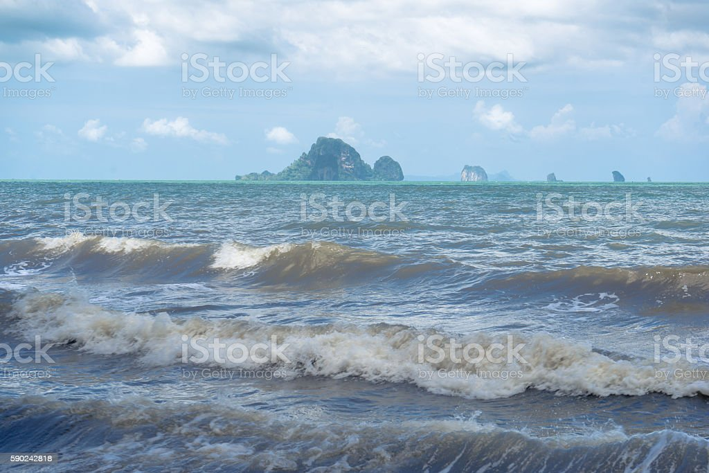 Sea waves with small islands and blue sky background photo libre de droits