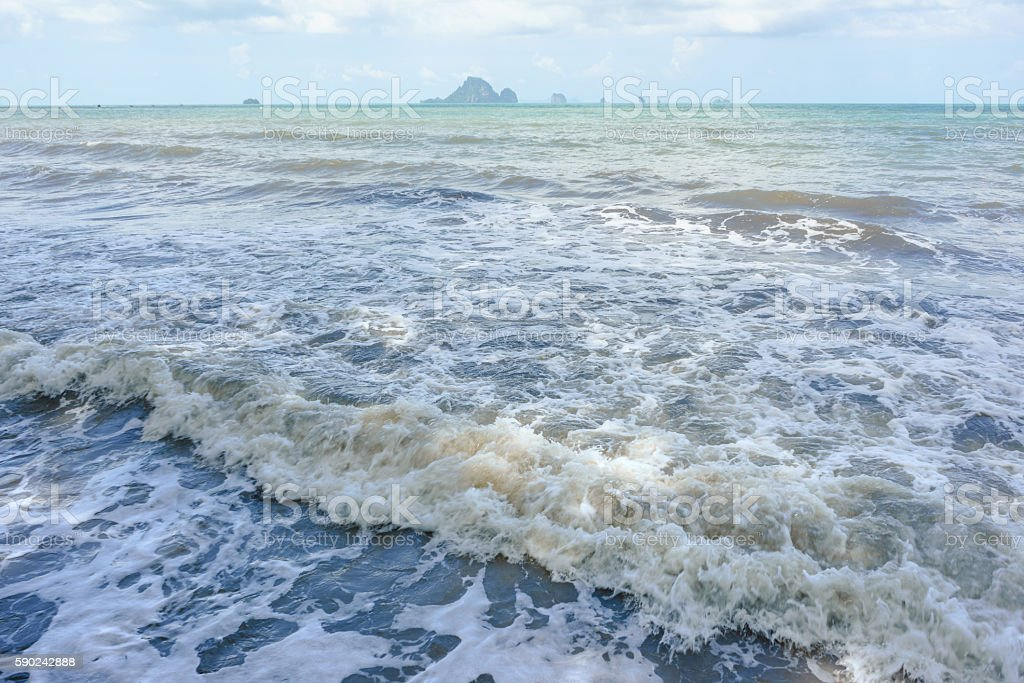 Sea waves with small islands and cloudy sky background photo libre de droits