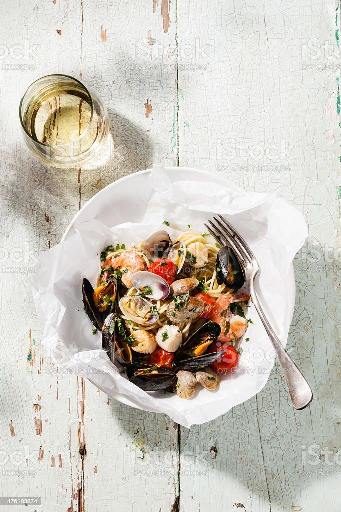 Meeresfrüchte, pasta und Wein – Foto