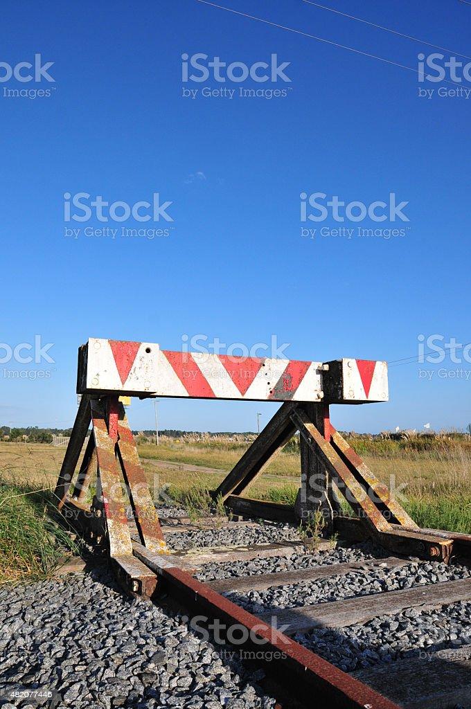 Se?al al final de unas vias de tren stock photo