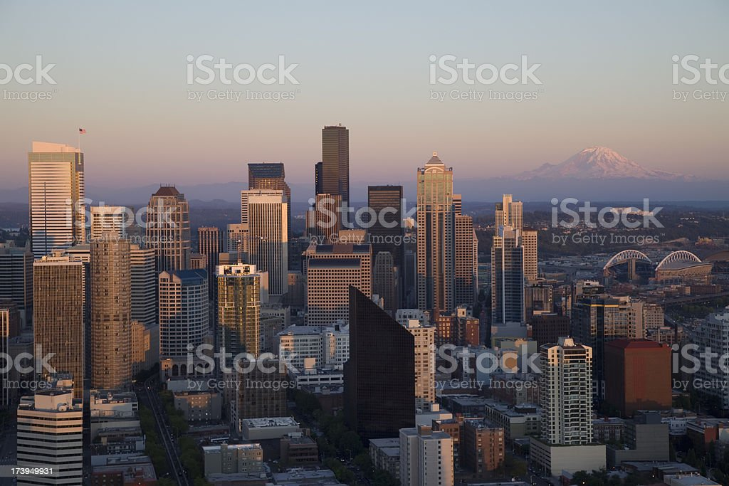 Seattle with Mount Rainier at dusk (XXXL) stock photo