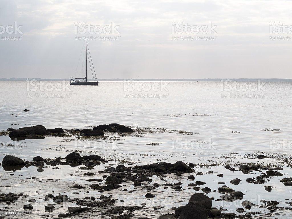 Segelboot im Gegenlicht stock photo