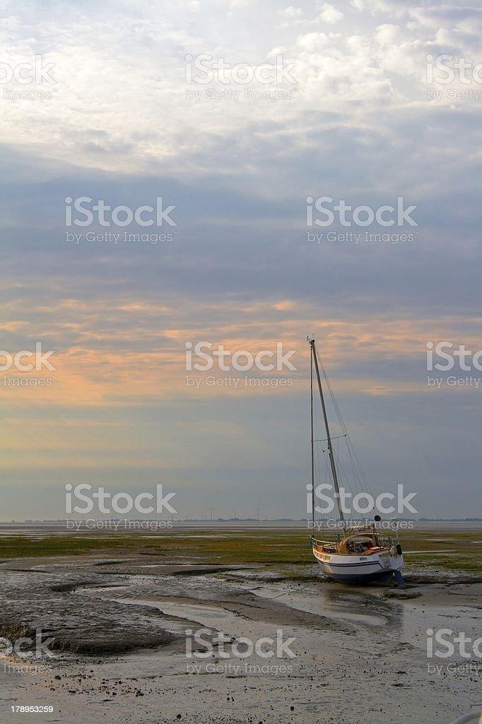 Segelboot im Wattenmeer stock photo
