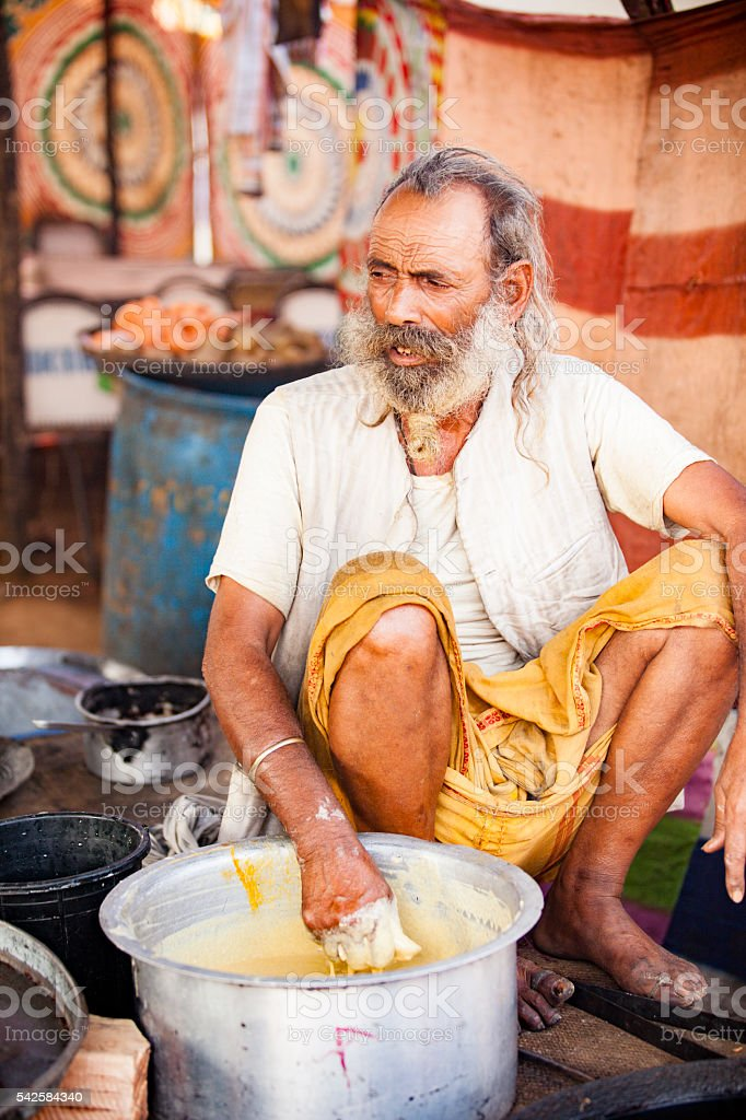 Senior Indian Naan Vendor at Pushkar Camel Fair stock photo