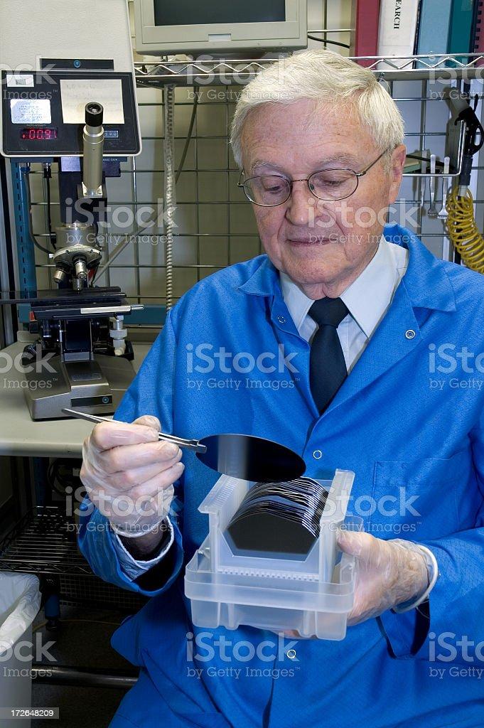 Senior tecnico di laboratorio foto stock royalty-free