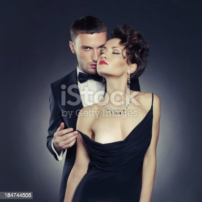 seksualniy-chuvstvenniy-muzhchina-foto