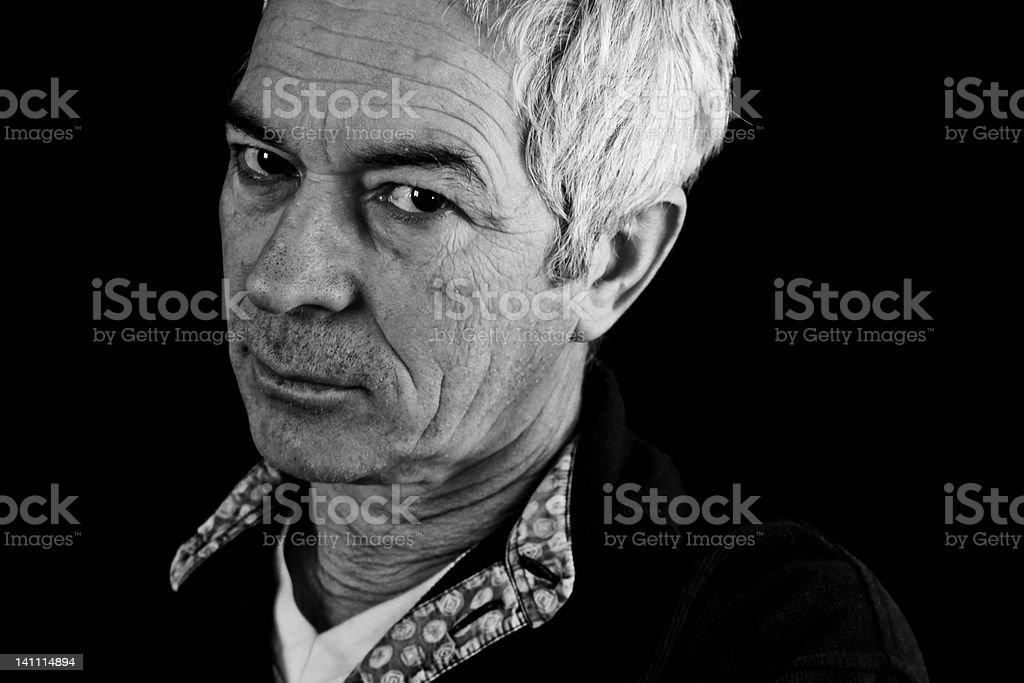 중대한 grizzled 남자 카메라 보기 royalty-free 스톡 사진