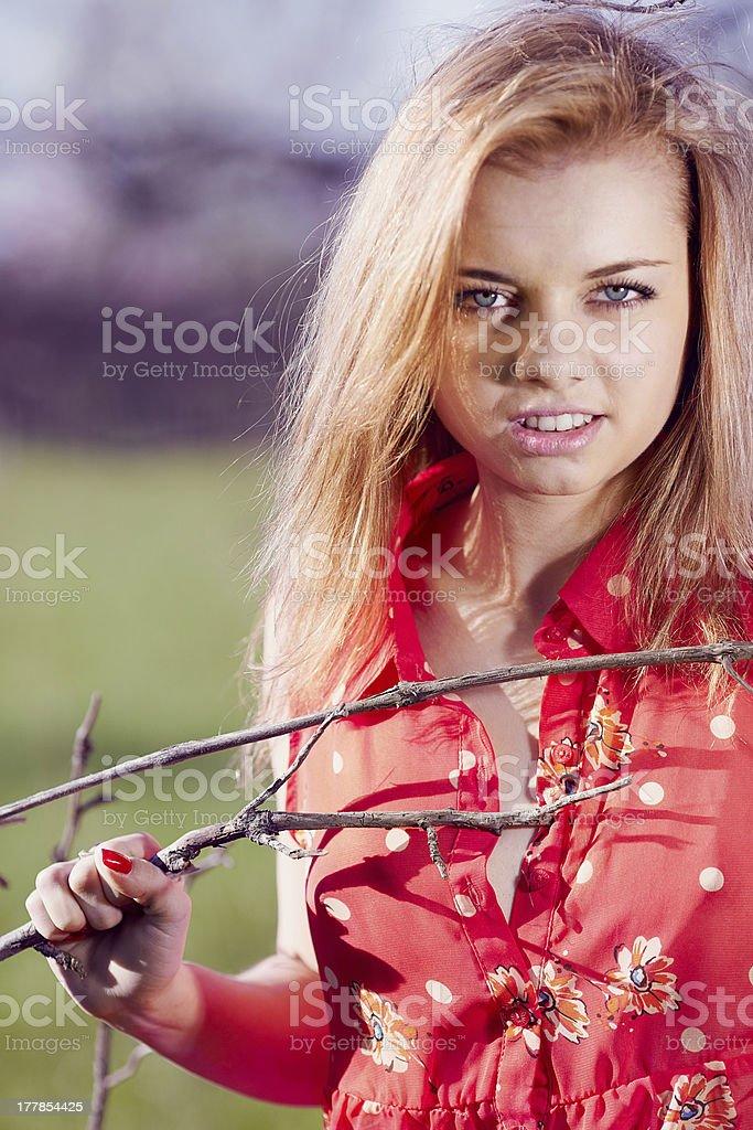 Sexy ragazza nella camicetta rossa foto stock royalty-free