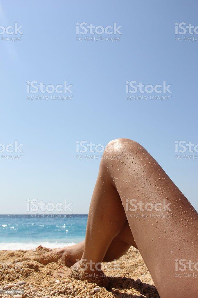 Сексуальные ноги на пляже Стоковые фото Стоковая фотография