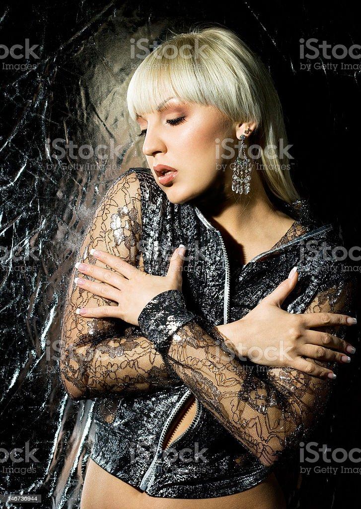 Mulher sexy em Roupas de Prata foto de stock royalty-free