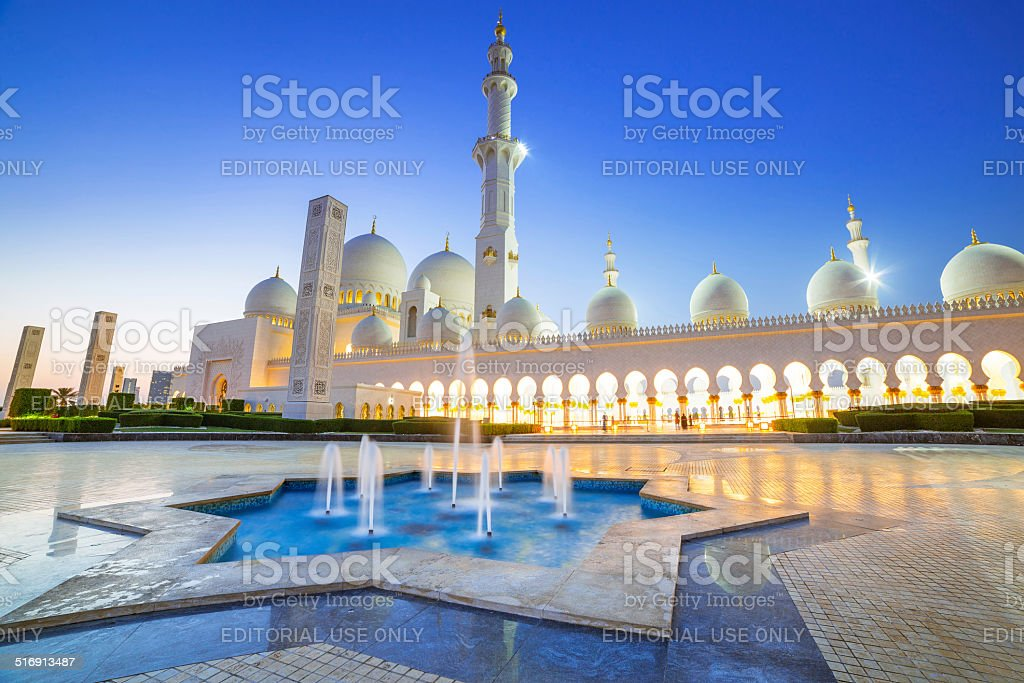 Sheikh Zayed Grand Mosque in Abu Dhabi at night stock photo