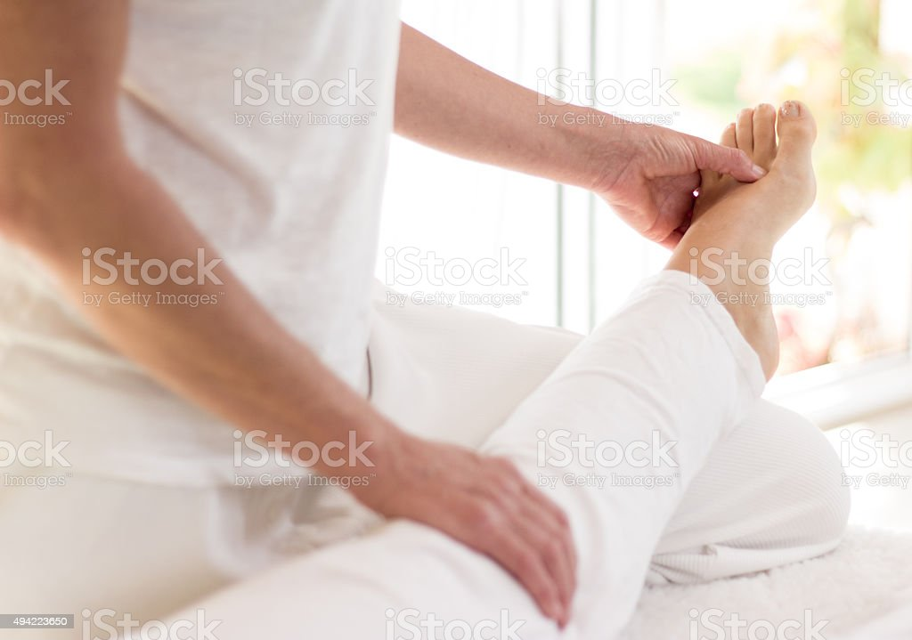 Shiatsu Behandlung am Fuß stock photo