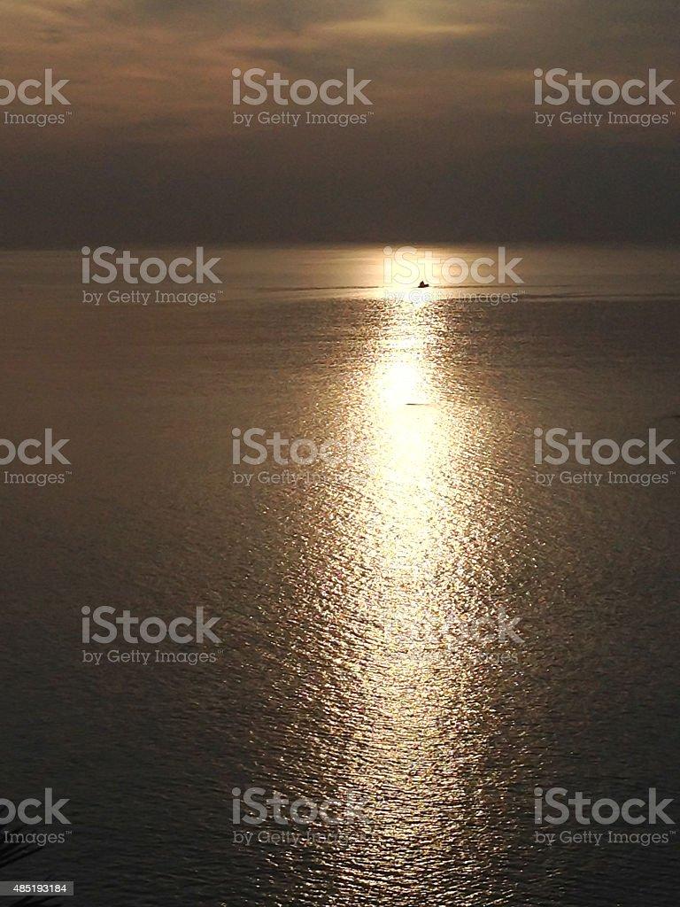 Отправляйте pass море и солнце отражение солнца Стоковые фото Стоковая фотография