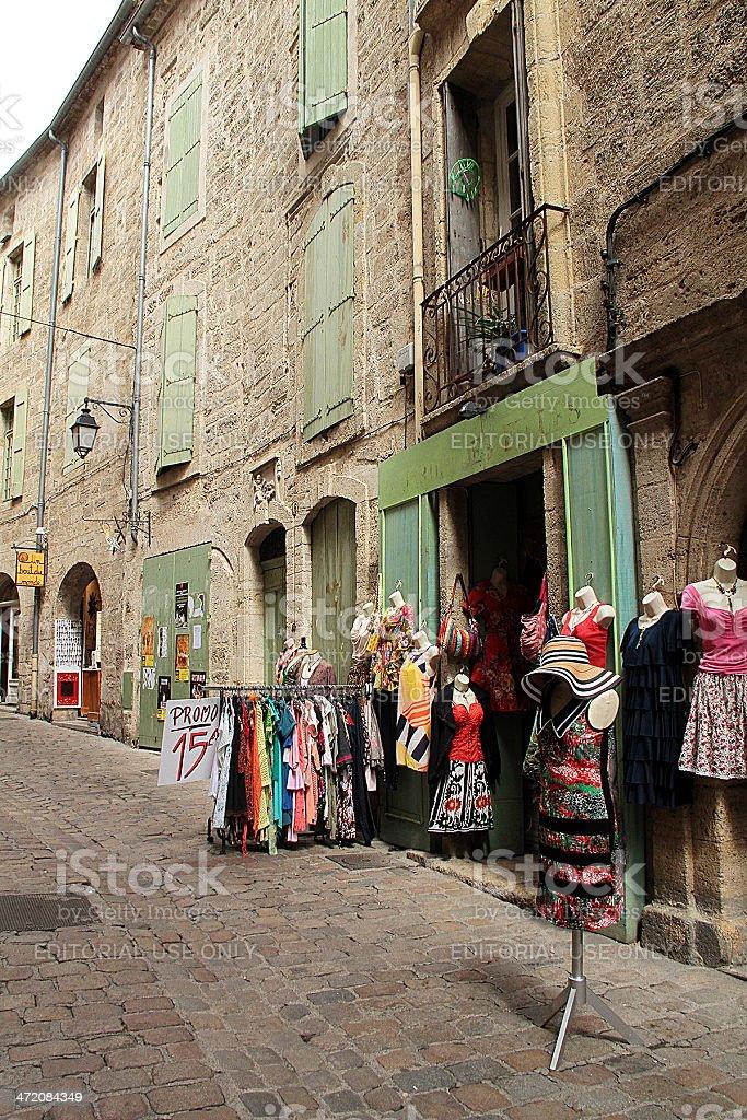 Negozi e gli edifici antichi in Pézenas, Francia foto stock royalty-free