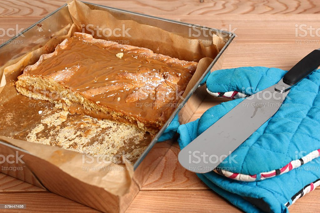 Shortcrust pastry cake covered with fudge caramel cream stock photo