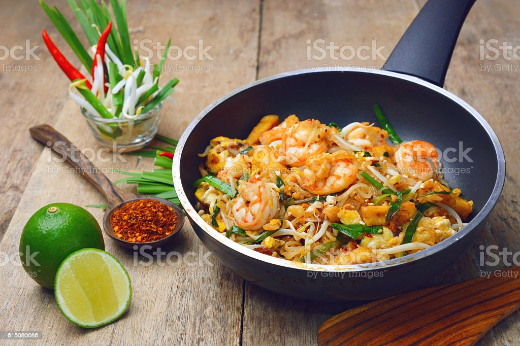 shrimp pad thai stock photo