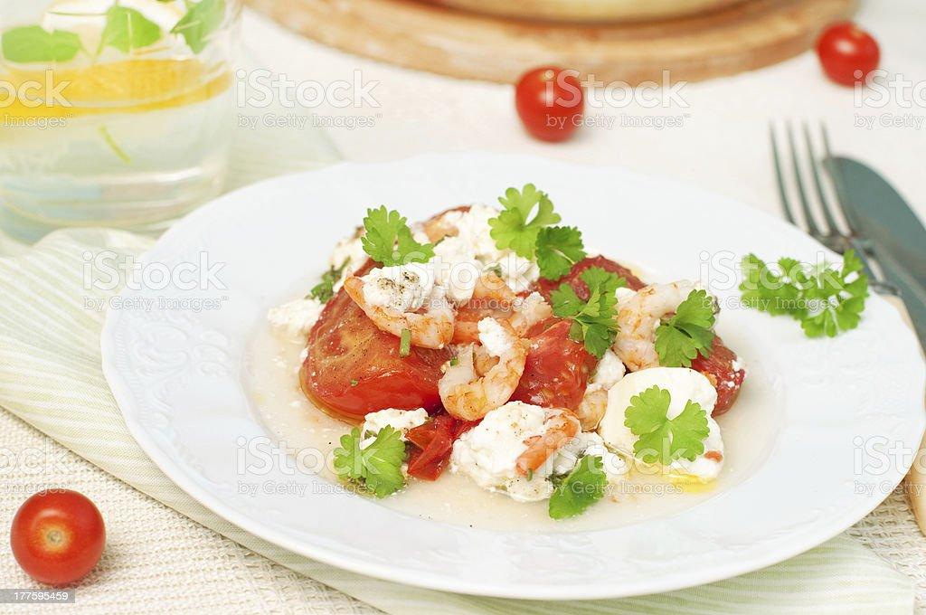 Crevettes à la tomate et au fromage photo libre de droits