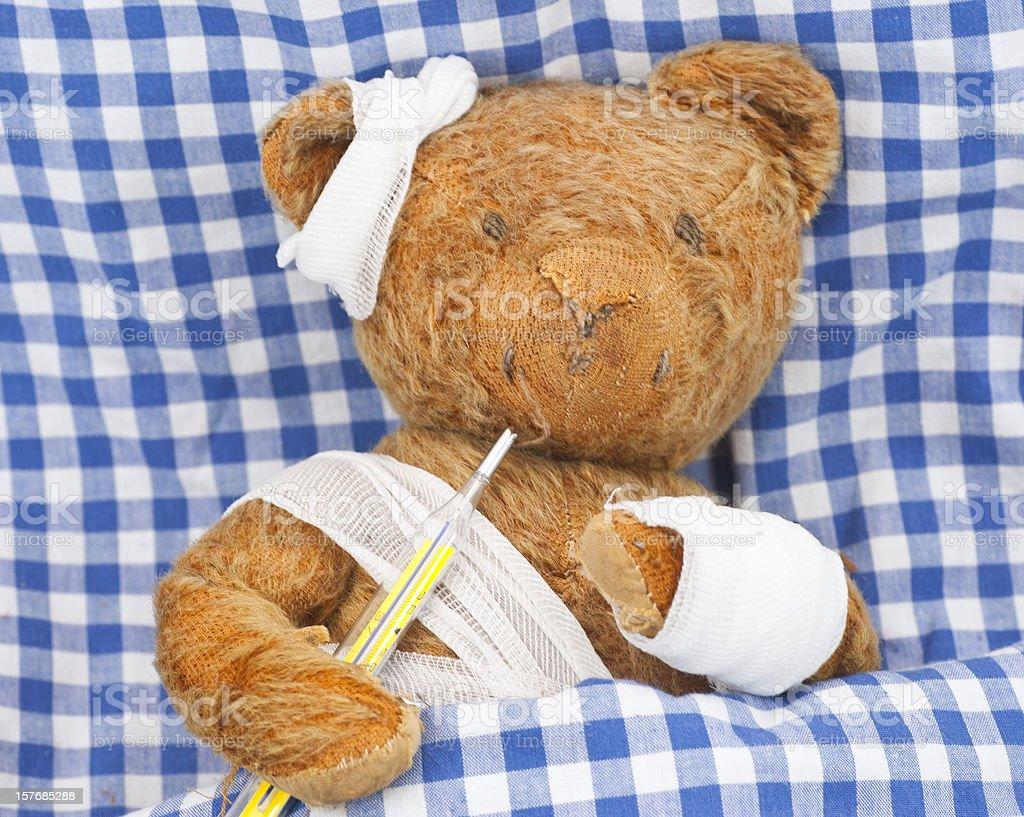 sick teddy in bed - kranker Teddybär im Bett stock photo