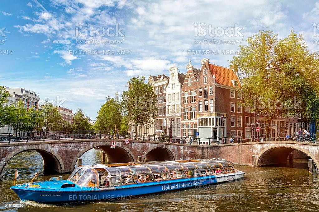 Sightseeing boat in Amsterdam, Niederlande stock photo