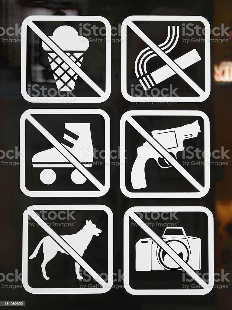 NO GUNS sign stock photo