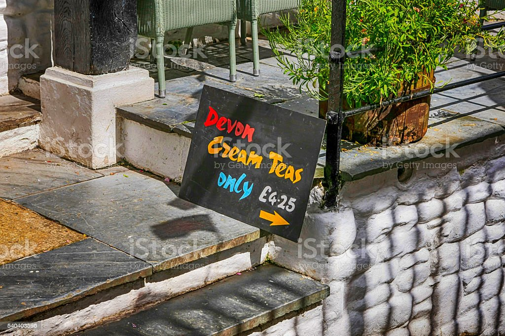 Sign pointing to a cafe selling Devon Cream Teas stock photo
