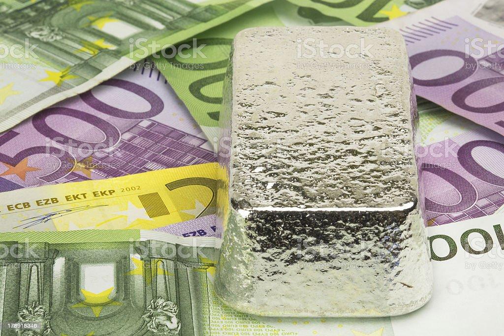 Silberbarren auf Banknoten royalty-free stock photo