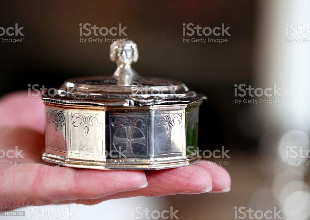 silberne spendendose aus dem 16. Jahrhundert stock photo