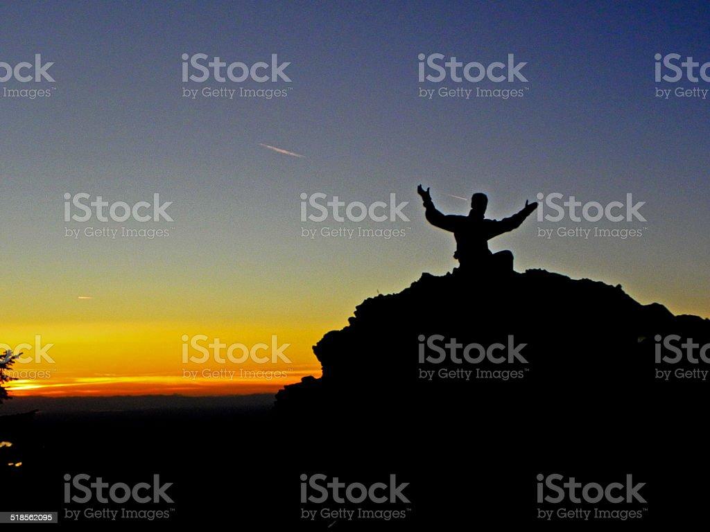 Силуэт Larch горные на горы Стоковые фото Стоковая фотография