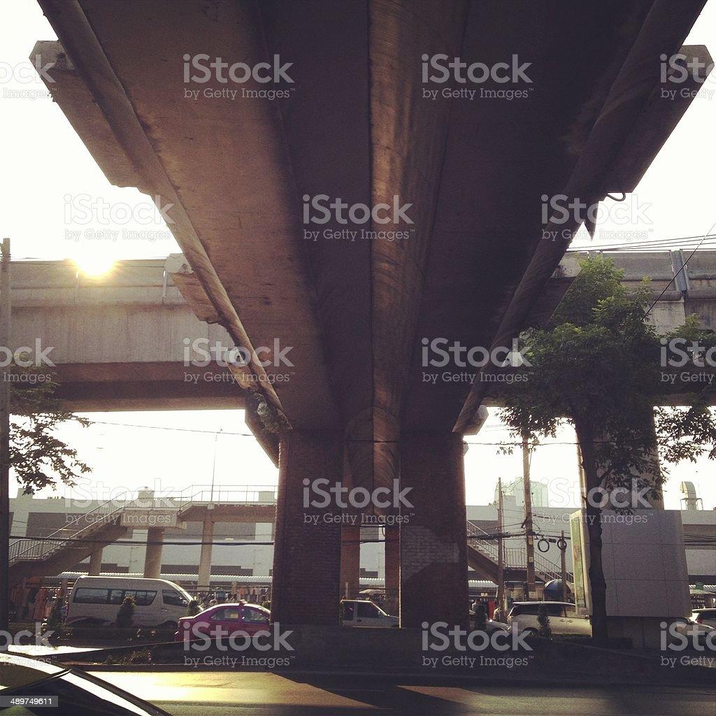 Силуэт солнечный свет блеск под мост Стоковые фото Стоковая фотография