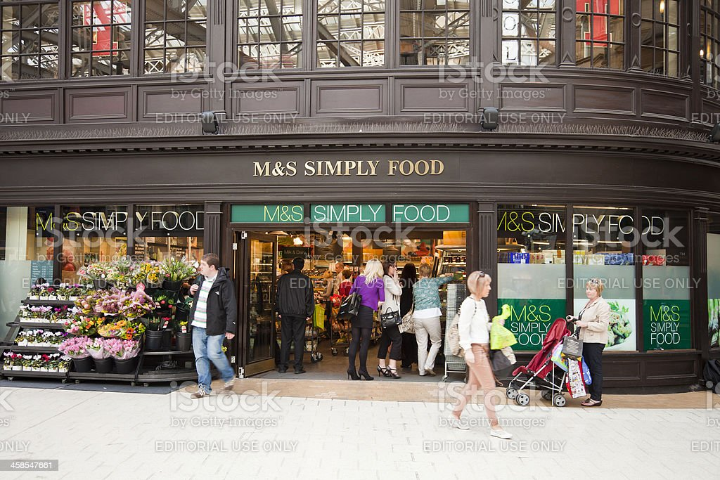 M&S Simply Food shop, Glasgow Central Station concourse stock photo