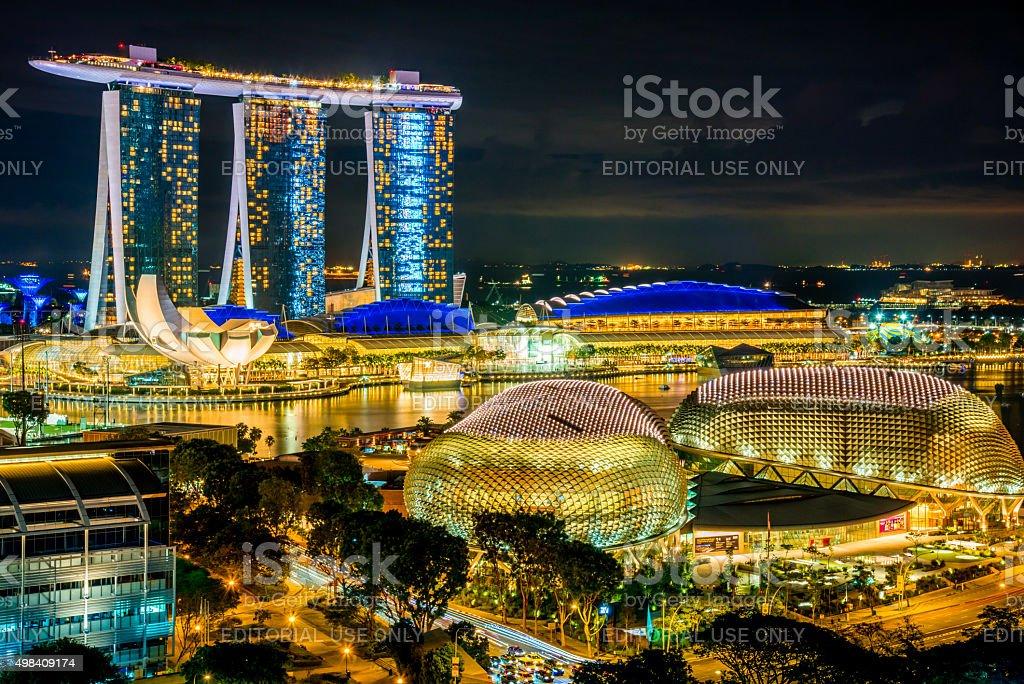 vista de los edificios de la ciudad de singapur marina bay sands hotel con centro de