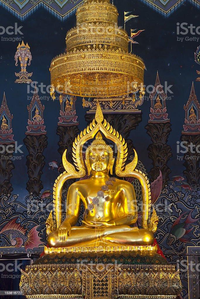 Pojedynczy posąg Buddy w świątyni zbiór zdjęć royalty-free