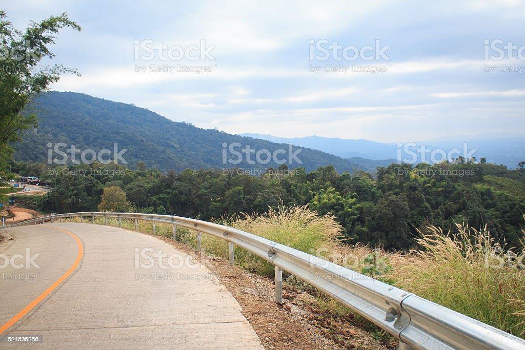 Один трек сельской дороге в направлении назначения Стоковые фото Стоковая фотография