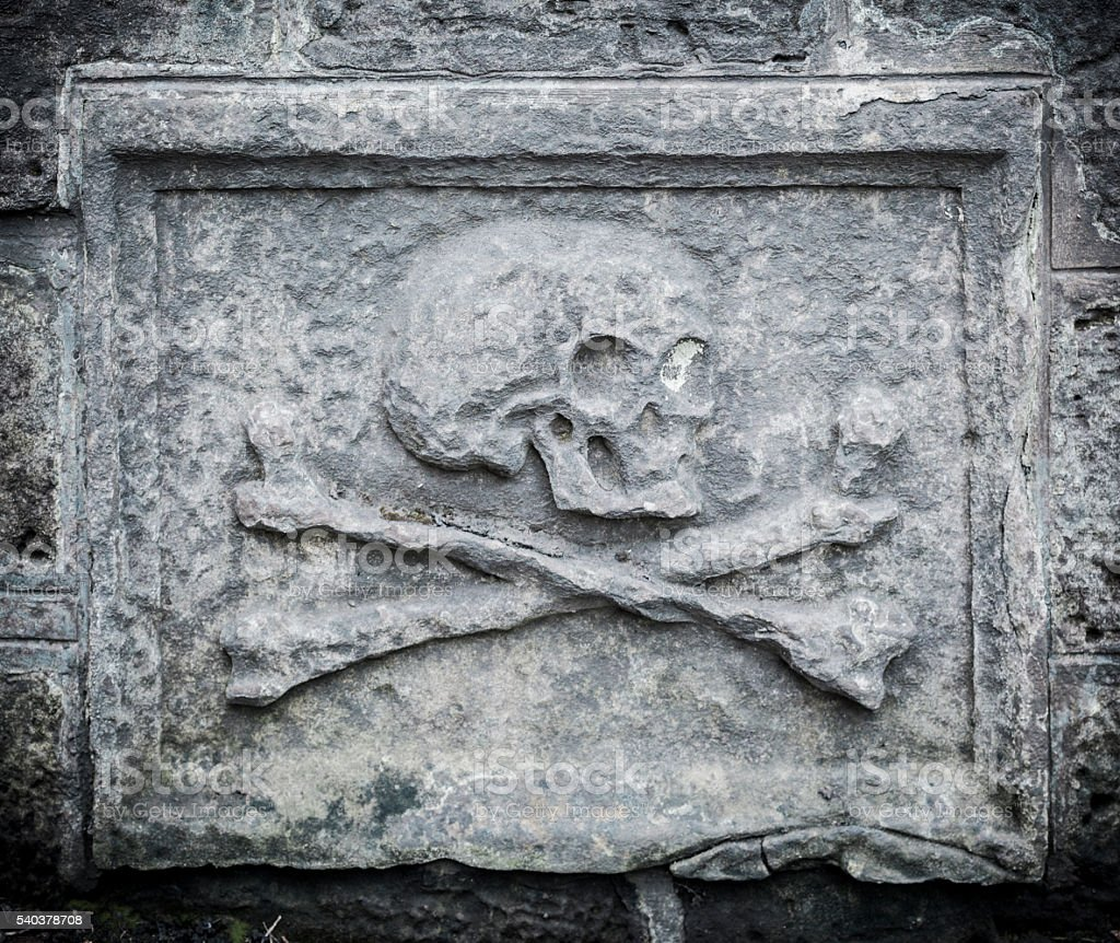 Skull and Crossbones Gravestone in Greyfriars Kirkyard, Edinburgh stock photo