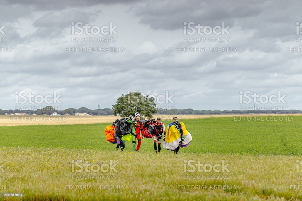 Skydivers carries a parachute after landing foto royalty-free