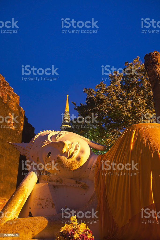 Śpiąca buddah w Wat Yai Chai Mongkol zbiór zdjęć royalty-free