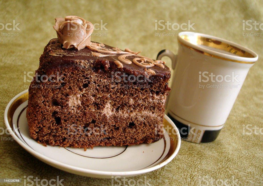 Fatia de Bolo de chocolate no prato e Copo foto de stock royalty-free
