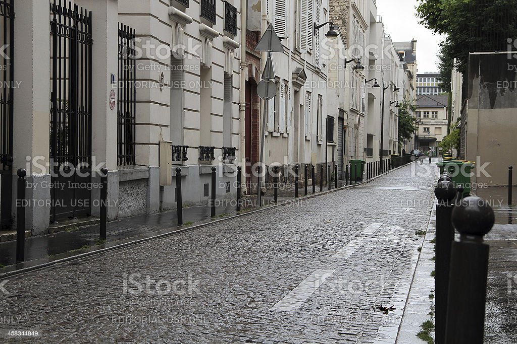 Piccola strada a Parigi foto stock royalty-free