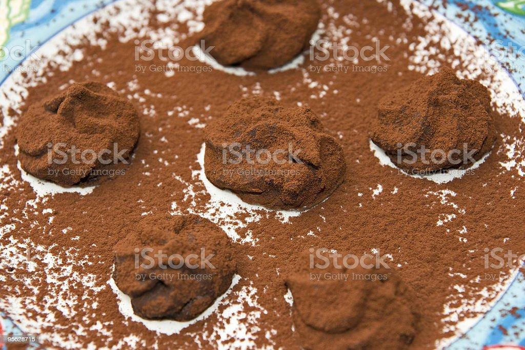 Kleine Tartufoes Schokolade in einem eleganten Essen. – Foto