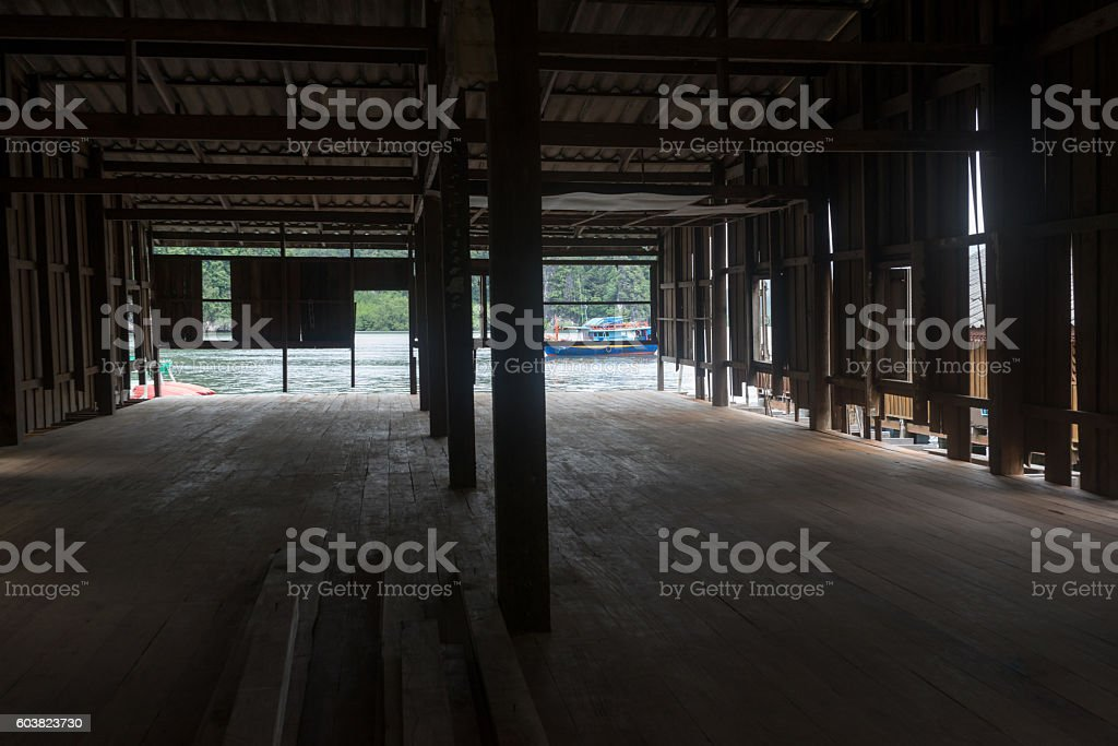 Small wooden boat through old wooden room photo libre de droits