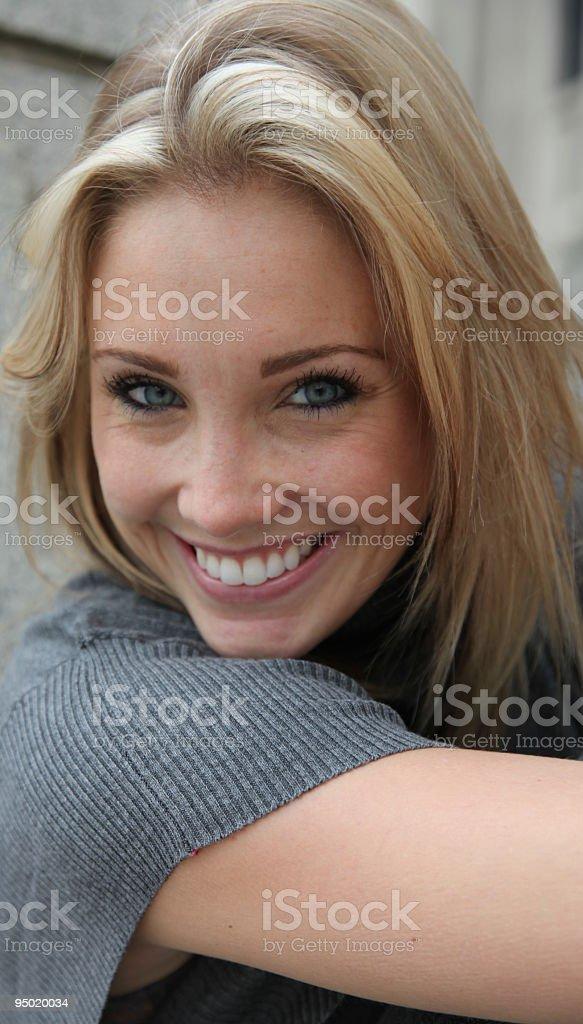 Rubia sonriente foto foto de stock libre de derechos