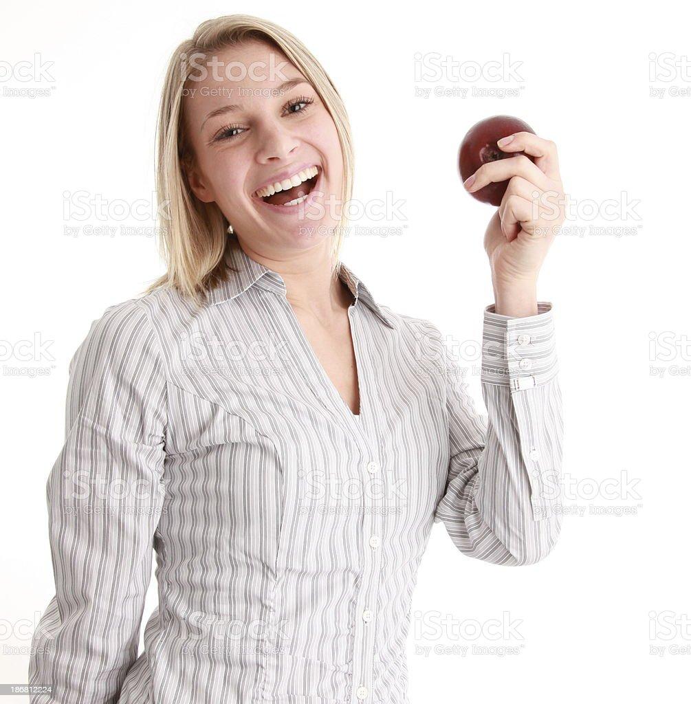 Sonriente mujer holding red apple foto de stock libre de derechos