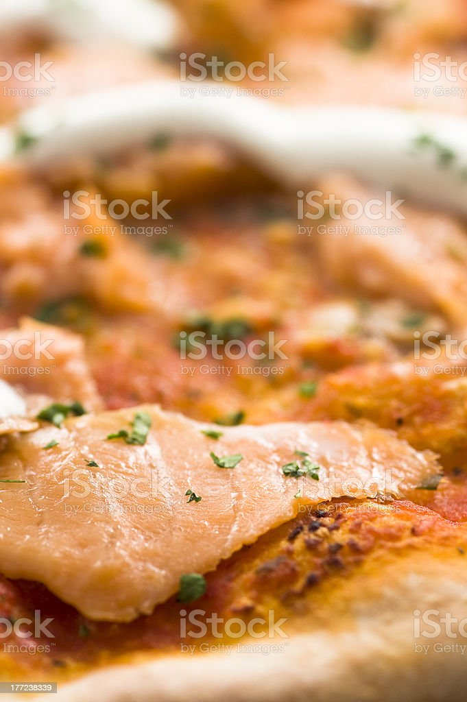 Pizza al salmone affumicato photo libre de droits