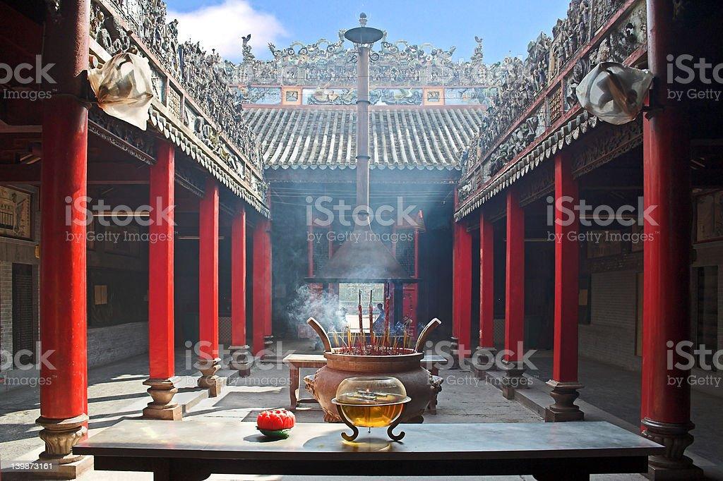 Dym wypełniony temple zbiór zdjęć royalty-free